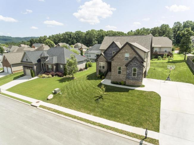Bright and Spacious Open Floor Plan Home Located In Desirable Wellesley Subdivision, Ooltewah TN